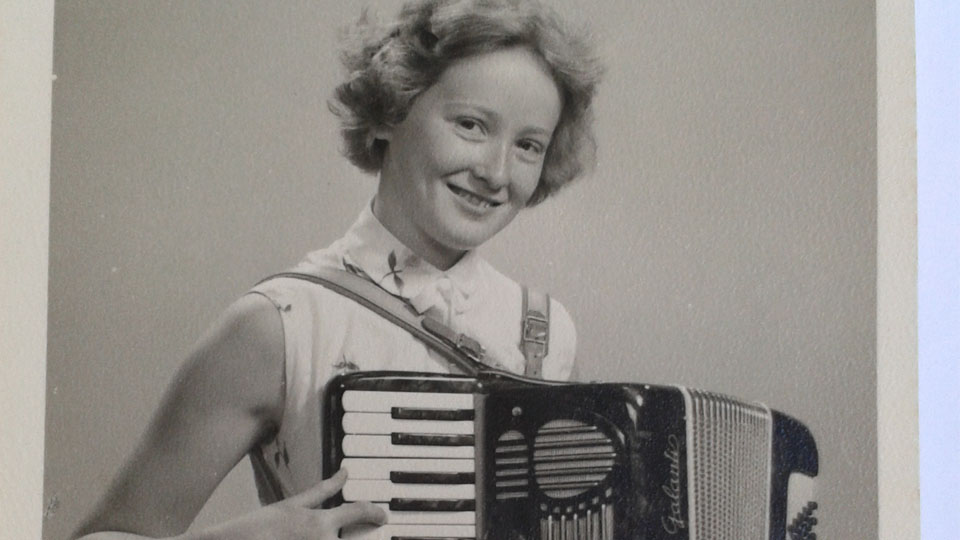 Eileen Budge playing the accordion